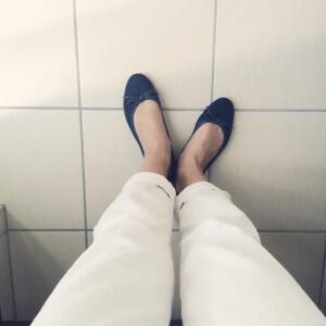 【春夏ワードローブ】私服の定番化アイテム:白色のボトムス。