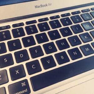 シンプルでミニマムなMacのUSキーボード。