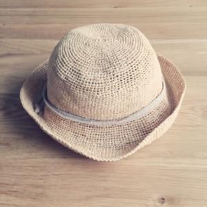 【ワードローブ】シンプルなラフィアハット(麦わら帽子)で日除け・熱中症対策。