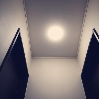 アイリスオーヤマの小型LEDシーリングライトを洋室に使っています。