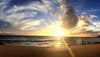 ハワイのビーチで朝ヨガ&サンセットヨガ体験。