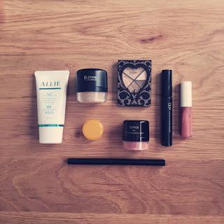 シンプルライフの1ヶ月の化粧品代と私の定番アイテム。