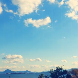 空と湖を眺めるリラックススペースが最高!夫婦で楽しめる温泉テーマパーク。
