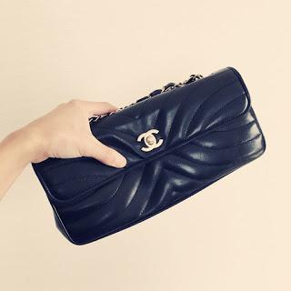 ひとつのチェーンバッグを3パターンで使い回す方法。