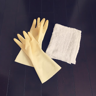 【雑巾がけのコツと雑巾の洗い方】ゴム手袋とつけ置き洗いでノンストレス!