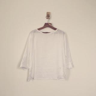 【春夏ワードローブ】シンプルなボートネックリネンの白シャツを1枚加えました。