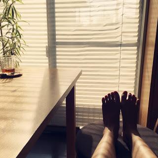 足裏日光浴 リビング