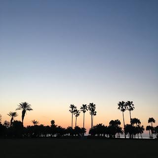 夜明け 海辺