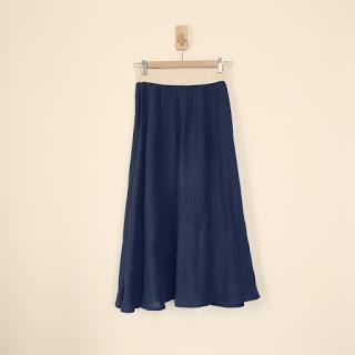 夏に気持ち良いリネンのスカートと服のサイズ感の話。