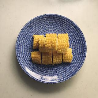 レンジで皮ごと、茹でとうもろこしで手軽な夏食。
