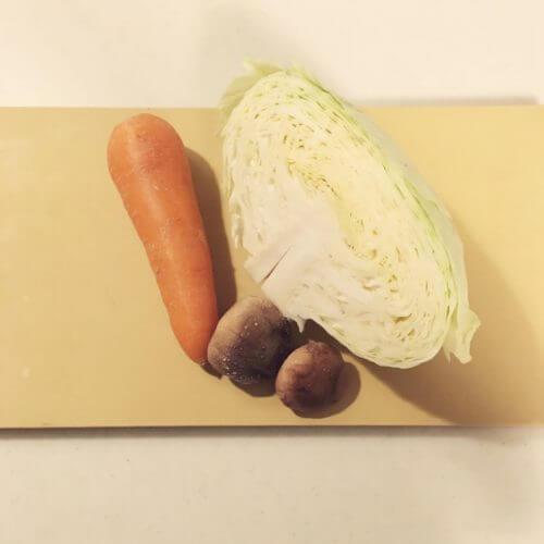 冬のキャベツは味噌汁で栄養を。