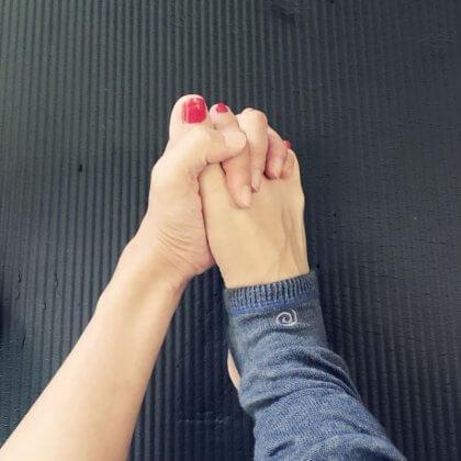 足首まわし 握手