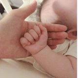 赤ちゃんの寝かしつけ|ちょっと触れている、という安心。